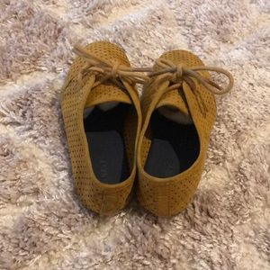 Old Navy Shoes - Cute mustard oxfords, like new!!!